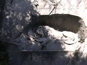 瀕死のライオン