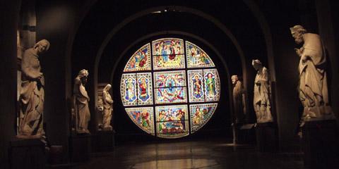 ピサーノ作・大理石の彫像