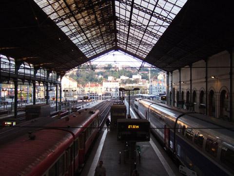 リヨン・ペラーシュ駅を7:45出発