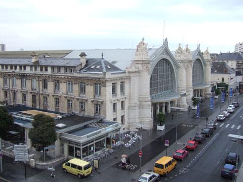 TOURS駅全景