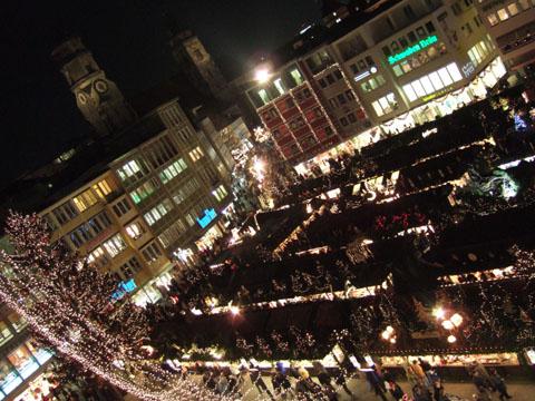 シュツットガルト市庁舎から見たマルクト広場